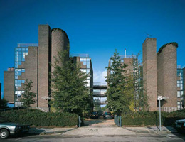 Ричард Роджерс (Richard Rogers): Thames Reach Housing, London, England, UK (Резиденция Таймс), 1984—1987