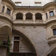 Галерея отеля Bullioud, Еврейская улица, Лион. Архитектор Филибер Делорм (1536)